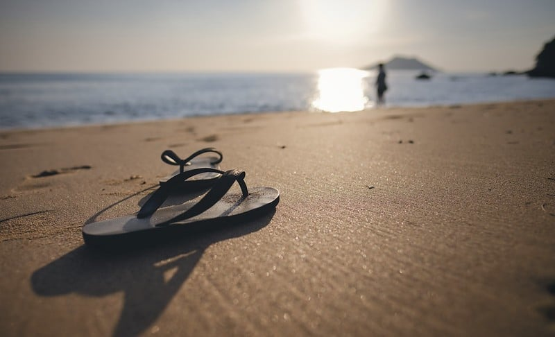 The 7 Best Vegan Flip Flops For Men & Women!