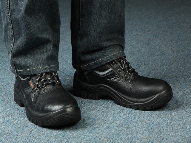 The Best Vegan Work Boots For Ethical Men in 2021